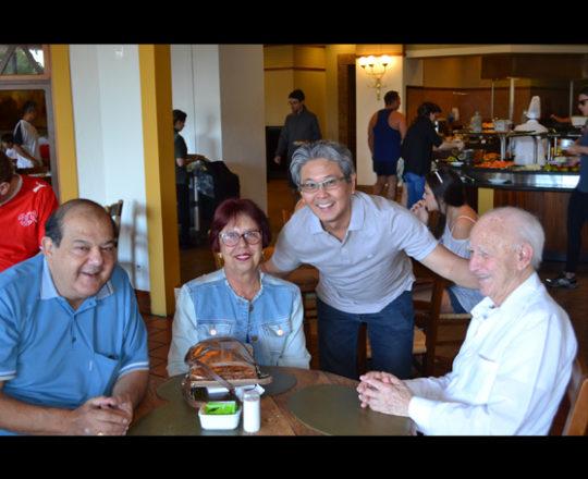 O dr. Walter Buzalaf, Sanitarista da Universidade de Londrina, PR, Sra Tuca Buzalaf, Assistente Social, Dr. Maçatochi Kyiomura, Dermatologista de São Carlos e o Sr. Juca Fagundes, Voluntários do CEADS.