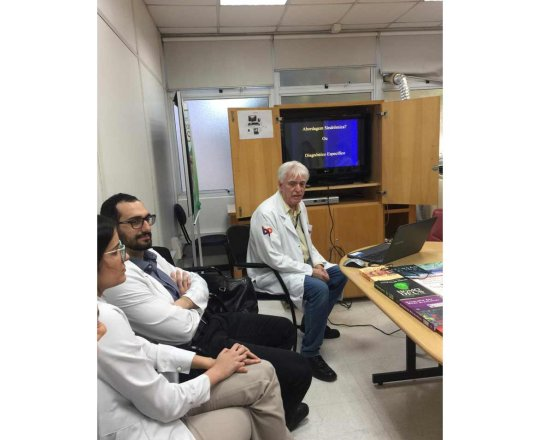 O Prof. Dr. Fagundes e os Estagiários de DST de junho de 2019, durante Palestra sobre DST.