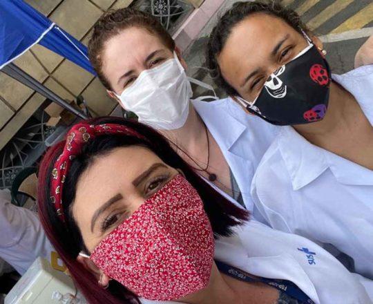 Colaboradoras do CEADS Cláudia, Cristiane e Fátima, na Campanha de Prevenção à Gripe.