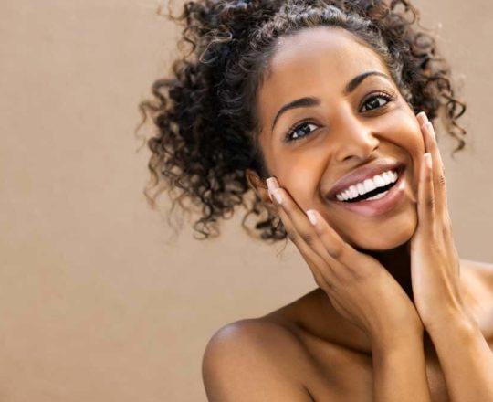 Estudante de medicina cria manual para identificar sintomas na pele negra