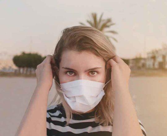 Mascne: uso de máscara pode favorecer a acne; saiba como amenizar efeito