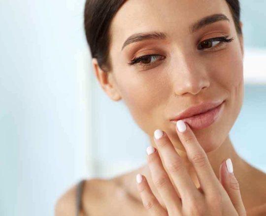 Lábios secos e rachados: como cuidar da pele da boca em tempos de máscara